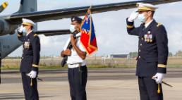 salut au drapeau en port de médailles officielles